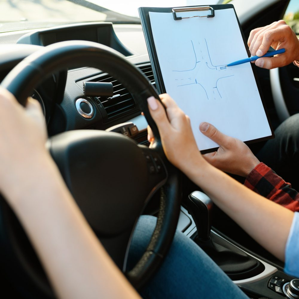 woman-and-man-with-checklist-driving-school-2.jpg